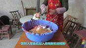 湖南澧县农村糯米血肠的家常做法,一人可以吃一盘,趁热吃最美味