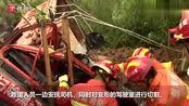 河南信阳:渣土车侧翻驾驶室大半被埋 司机被困受伤