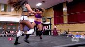 女人摔跤娱乐:杰玛·克罗斯与维奥莱特