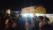印度人在广西梧州卖飞饼,生意也太火爆了吧,真的有那么好吃吗?