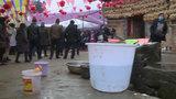 【云南】村民为办喜宴跟村干部玩起躲猫猫:工作人员走了就继续