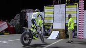 Record Guiness subida escalón vertical en moto de trial por Toni Bou