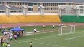 贵州医科大学下大雨运动会依然照常举行,运动员们风雨无阻,在橡胶跑道上证明了自己