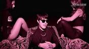 韩国最新19禁Jung Vobu新单《Get Taxi》主唱美女后背倒啤酒调情