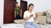 结婚多年妻子想买房,丈夫拿出工资卡,查完余额后妻子傻了