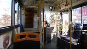 吉林敦化:市民减少出行,中午时分通过闹市的公交车上空荡无人