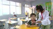 快乐星球:乐乐在班里看书,吴佳佳胖哥过来凑热闹,胖哥好可爱
