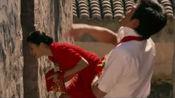 电影:情侣在一起遭全村人反对白眼、领证后挨家挨户发喜糖展示结婚证