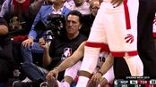 【受伤】点也太背了 范弗里特踩到场边摄影师扭伤脚踝
