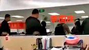 李国庆抢当当公章现场视频曝光 副总裁:他离当当越远越好