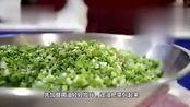 调饺子馅时,先放盐还是先放油好多人弄错了,难怪发柴味不香