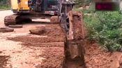 这个挖掘机大哥忒牛了,自己发明挖掘机配件,这个专利多少钱能卖