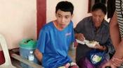 泰国男子睡懒觉被叫吃早饭持刀砍杀亲生父亲 受审时面带微笑