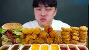 品尝美食:吃美味大汉堡 炸猪排