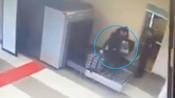 """【俄罗斯】男子第一次坐飞机 连人带行李""""穿越""""扫描仪看懵安检员"""