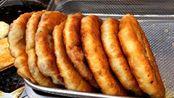 贵州凯里街头3元一个老字号特色小吃,里面的肉放了不少啊