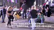 女子穿着暴露遭男子当街辱骂,结果悲剧了。
