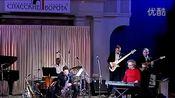 【Dave Koz - 俄罗斯演奏会 80分钟】 萨克斯演奏高手Dave Koz(戴夫·考兹)是继肯尼基(KENNY G)之后,走红全球流行乐坛的萨克斯乐手。其