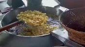 小伙回家创业卖特色小吃,35元一斤日销500斤土豆,邻居纷纷要学