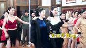 小姐姐肖燕的舞姿,虽然是带病上阵但还是很优雅,今天也是被可爱迷倒的一天