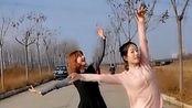 女儿当老师第一次一起跳舞,暖阳下,我迎芬芳,是谁家的姑娘,……#母女组合#@Martina