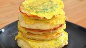 早餐饼新吃法,不揉面不擀面,用手一抓,出锅比馅饼油条都好吃