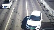 果然视频|8辆车相撞!淄博一女司机误将油门当刹车