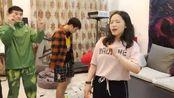 帝师:帝王套珠珠演唱我在人民广场吃着炸鸡,全程小哲伴奏!