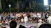 9月27日晚上19点55分,广州保利广场,现场实拍网红小阿七唱歌