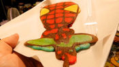 泰国街头的煎饼摊,可以制作出各种卡通人物,一份才10块钱!