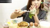 韩国美女欧尼在广州吃早餐,肠粉好吃到激动的说不出话