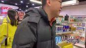 北京一男子拥有1000多张信用卡,吃喝玩乐全免费,真是行行出状元