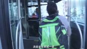 女子常年遭家暴导致残疾,离婚后来北京做家政彻底改变人生!