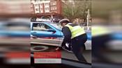 【吉林】正能量四平好交警 主动帮助司机换轮胎