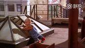 电影.视频 喜剧电影《小鬼当街》: 三个绑匪照顾九个月大的婴儿比克,惊险刺激又好笑 三个绑匪原想利用比克勒索卡尔维夫妇五百万美元。谁料,比克聪明过人,不但将三个