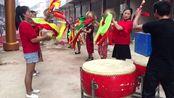 河南南阳邓州,农村锣鼓队表演,打鼓的太得劲了