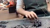 工人小姐姐焊接零件,火花离手那么近都不戴手套,真不烫手吗?