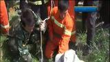 [早安山东]临沂郯城:四岁小孩坠井 消防队员倒立金钩营救