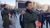 车站偶遇歌手翻唱《别知己》,一开口就征服了无数观众