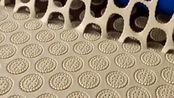 韧性饼干脱模后的分离过程,这样的机械化工艺,制作起来非常的简单