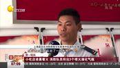 上海:小吃店凌晨着火,消防队员紧急救火拎出3个喷火液化气瓶