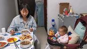 北京下雪啦,在六个月宝宝捣乱下,吃着媳妇弄好的早餐,真舒坦