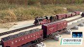 轨道列车赛跑第三场:每列拉四节车厢比赛,蒸汽机火车模型