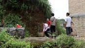 农村帅哥结婚,家人带着去拜山神,配上《花桥流水》真好听