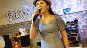 女歌手小红演唱《天涯歌女+天在下雨我在想你+西海情歌》太好听了