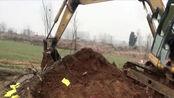 农村办白事租用的挖掘机,你知道一次需要多少费用吗?