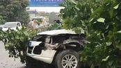 四川一小车与大货车相撞 致3死4伤
