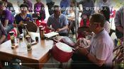 湖北襄阳市保康大山人家办事,传统的唢 呐锣鼓演奏,吸引了很多