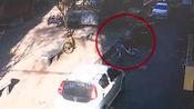 光天化日!烟台男子监控底下偷自行车,民警迅速缉拿归案