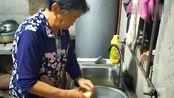 四川达州农村奶奶干完活后,吃了大碗面,全是农村纯天然食材